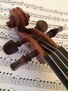 バイオリンと楽譜